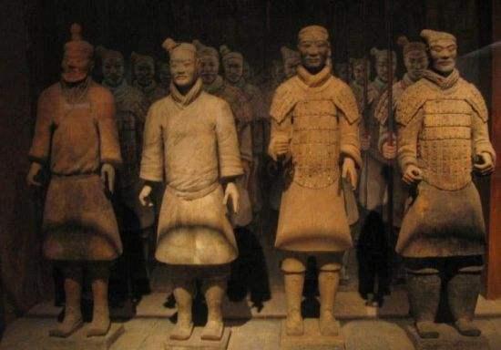【奶茶暖了冬天】兵马俑是秦始皇用活人烧制的?兵马俑破裂后,揭开千年谜团