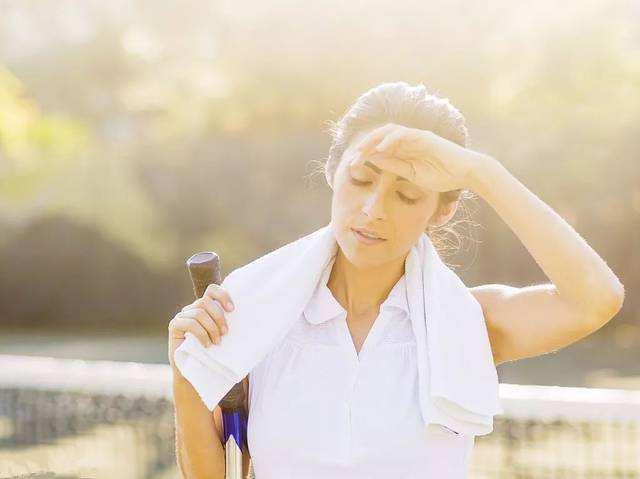 出汗能排毒?这些地方出汗异常可能是疾病预警,不可忽视