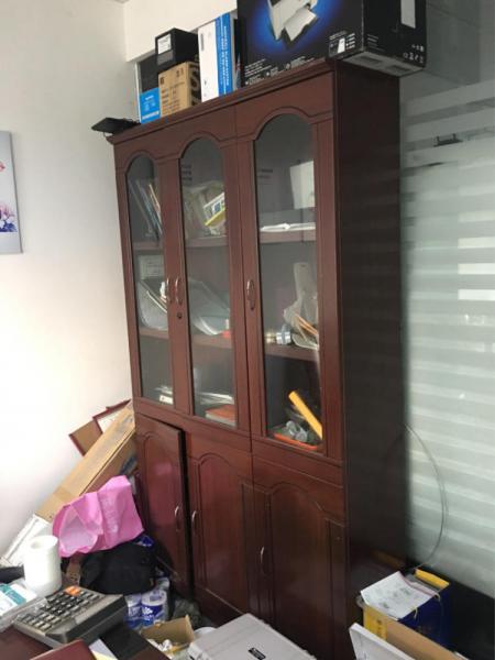 办公室桌、文件柜,共1500元